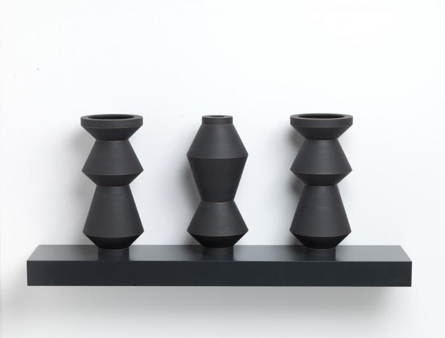 Triptych in the form of a vase No 1 (Triptiek in de vorm van een vaas, nummer 1)