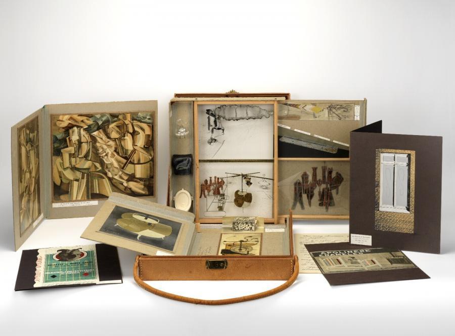 De ou par Marcel Duchamp ou Rrose Sélavy (La boîte-en-valise)