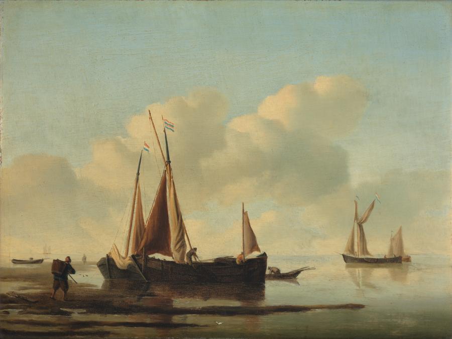 Kalme zee met vissersboten bij de kust