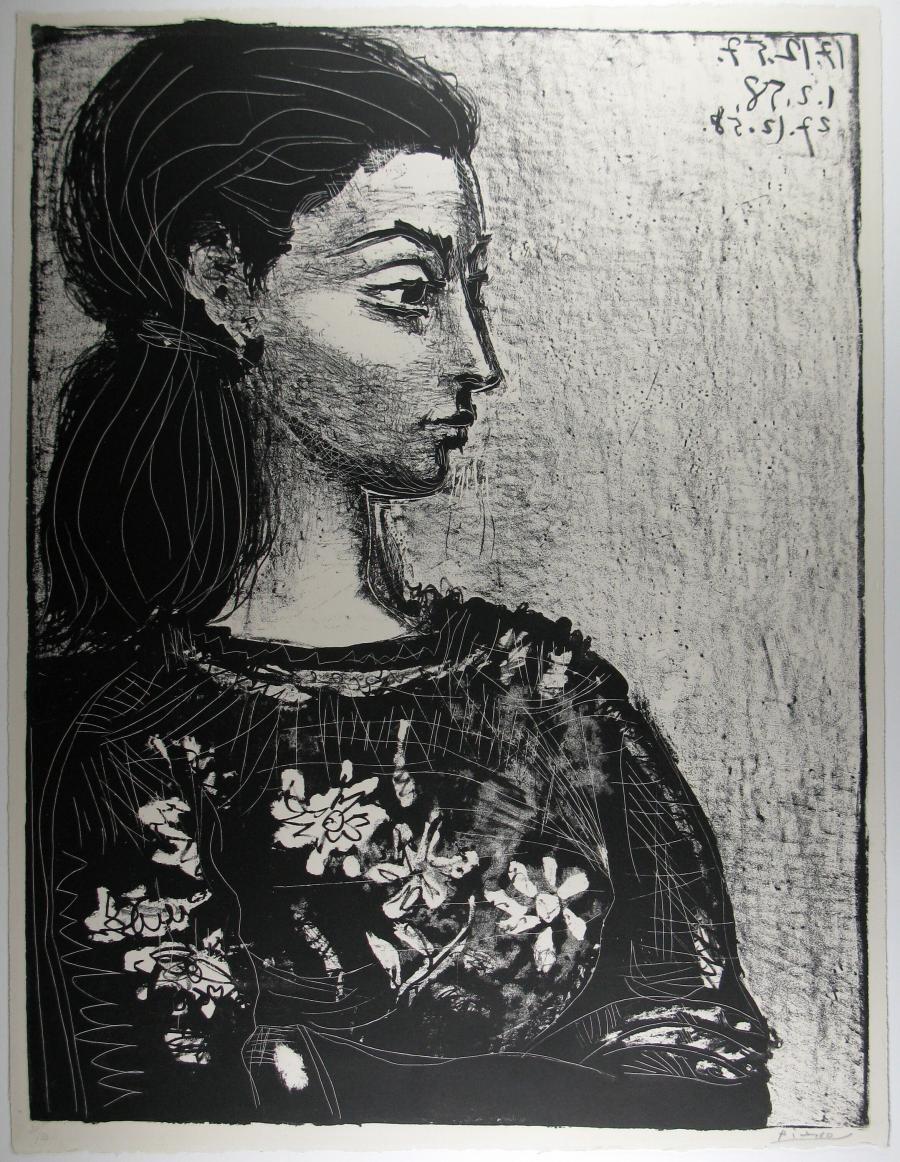 Vrouw met bloemetjesblouse